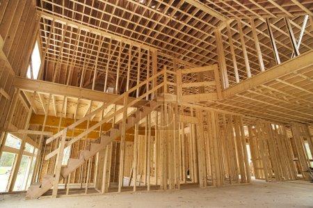Photo pour Cadre intérieur d'une maison neuve en construction - image libre de droit