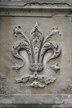 Fleur-de-lis carving