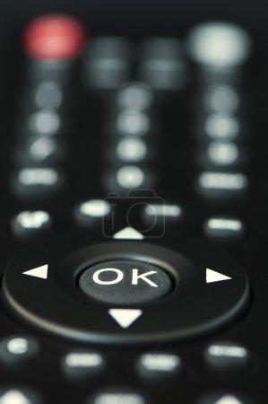 Photo pour Touches de noir de la télécommande de télévision - image libre de droit