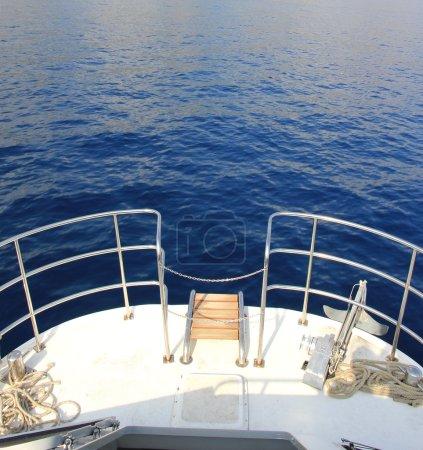 Photo pour Détail du bateau, naviguer en mer meditarannean - image libre de droit