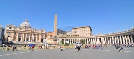 Photo pour Panorama architectural de la basilique et place Saint-Pierre (San Pietro) au Vatican - image libre de droit