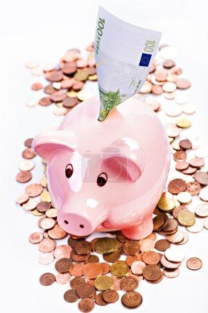 Foto de Imagen simbólica con alcancía para ahorros financieros - Imagen libre de derechos
