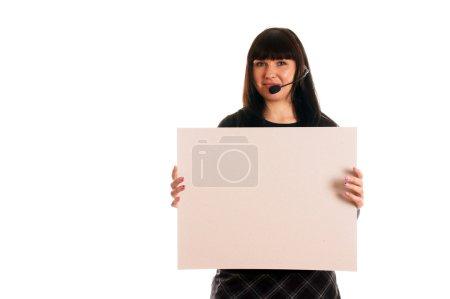 Photo pour Jeune femme avec casque et enseigne publicitaire vide - image libre de droit