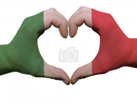 Photo pour Geste de drapeau Italie couleur mains montrant le symbole du cœur et l'amour, isolé sur fond blanc - image libre de droit