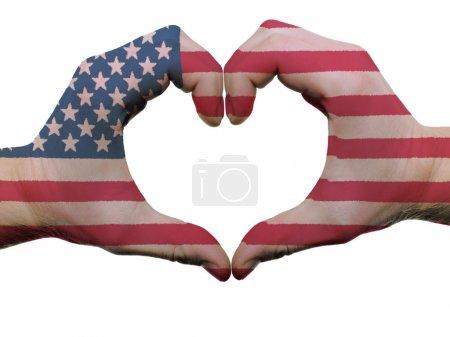 Photo pour Geste de drapeau américain couleur mains montrant le symbole du cœur et l'amour, isolé sur fond blanc - image libre de droit