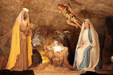 Photo pour Vatican - 25 décembre : la scène de la Nativité de la crèche de Noël le 25 décembre 2011 à la cité du vatican - image libre de droit