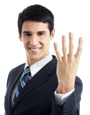 Photo pour Portrait d'homme d'affaires souriant heureux montrant quatre doigts, isolé sur fond blanc - image libre de droit