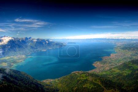 Photo pour Vue spectaculaire sur le lac Léman (Lac Léman) tirée de la pointe des Rochers de Naye - image libre de droit