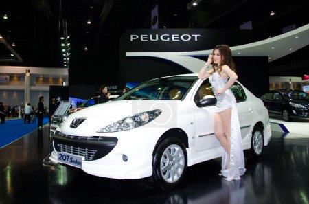 Седан Пежо 207 автомобиль