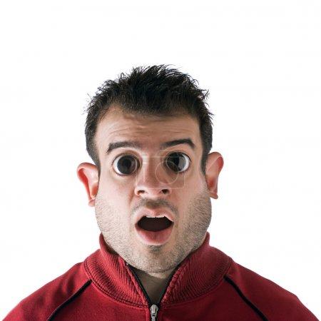 Foto de Hombre de aspecto gracioso con ojos grandes y una cara gorda. Manipulación digital de fotos . - Imagen libre de derechos
