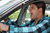 Mann Ausdrücken im Straßenverkehr
