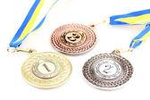 Tři medaile izolovaných na bílém