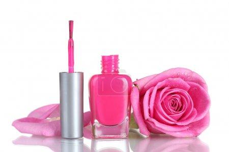 Photo pour Vernis à ongles rose avec rose sur fond blanc - image libre de droit