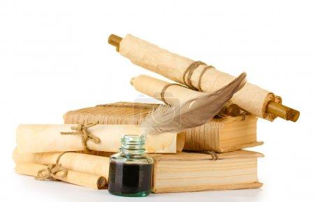 Photo pour Vieux livres, lettres et plume stylo isolé sur blanc - image libre de droit