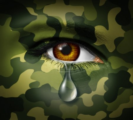 Foto de El estrés emocional de la guerra como un soldado héroe militar llorando con una triste lágrima en comouflage pintado cara representando trauma y el dolor mental de ser testigo de pérdida y traumáticas víctimas de conflictos. - Imagen libre de derechos