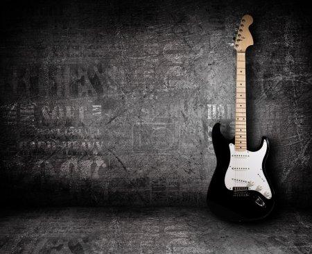 Photo pour Guitare électrique et le mur - image libre de droit