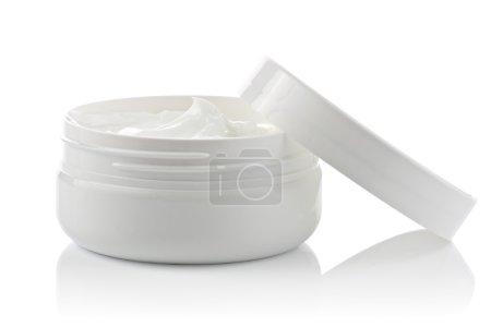Photo pour Récipient cosmétique crème visage sur fond blanc - image libre de droit
