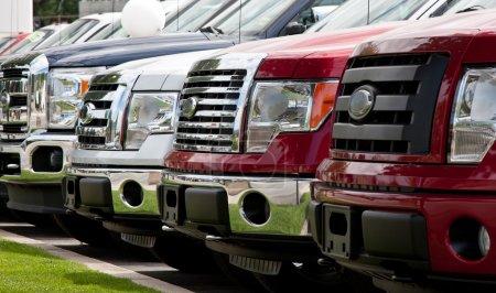 Photo pour Nouveau lot de camion - image libre de droit