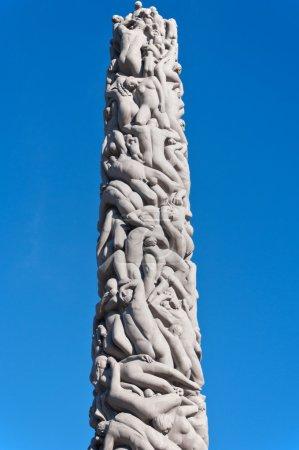 Photo pour OSLO, NORVÈGE - 9 septembre : Statue centrale créée par Gustav Vigeland dans le populaire parc Vigeland à Oslo, Norvège, le 9 septembre 2011 . - image libre de droit
