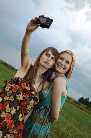 Foto de Chicas sexy con cámara digital - Imagen libre de derechos