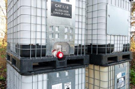 Photo pour Grands récipients pour fluides chimiques - image libre de droit