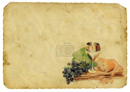 Photo pour Éléments de communion sur fond de vieux papier. Isolé sur blanc . - image libre de droit