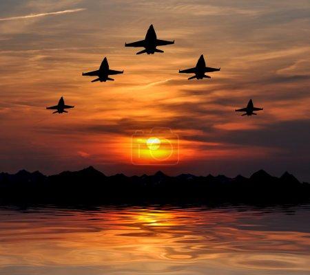 Photo pour Cinq bombardiers au coucher du soleil - image libre de droit
