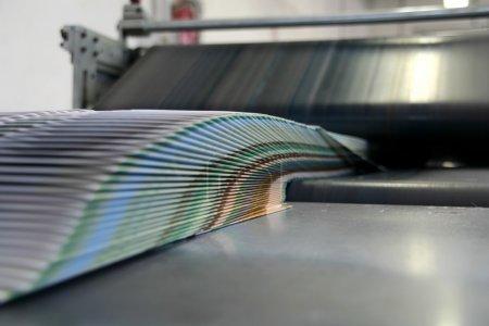 Photo pour Typographie machine de travail avec brochures - image libre de droit