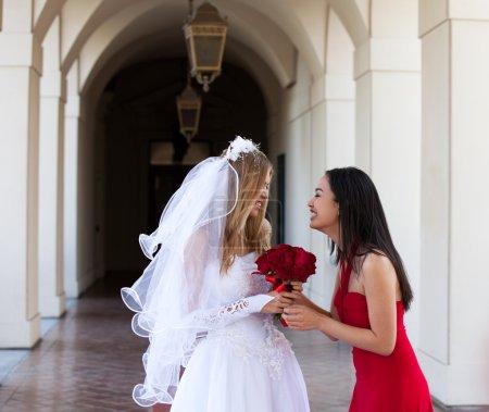 Foto de Novia y su amiga _Best de Dama de Honor - Imagen libre de derechos