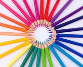Mnoho různých barevných tužek