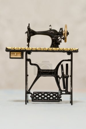 Old collectors sawing machine