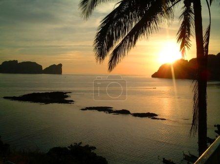 Foto de Puesta del sol, isla de phi phi, Tailandia - Imagen libre de derechos