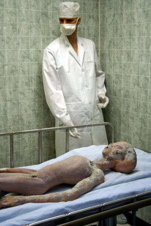 A Dead Alien Recovered from the Roswell UFO Crash