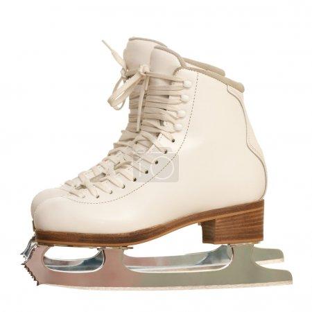 Photo pour Une paire de patins de figure fille blanche isolé sur fond blanc - image libre de droit