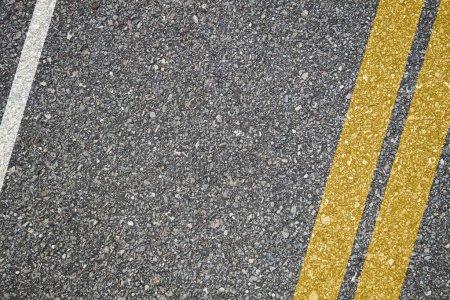 Photo pour Texture d'asphalte avec des lignes de séparation - image libre de droit