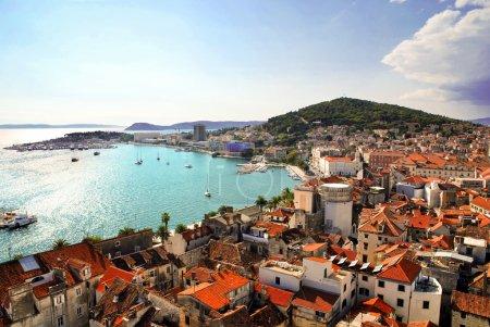 Photo pour Croatie - Split carte postale Vue sur la côte et le port depuis le beffroi - image libre de droit