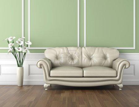 Photo pour Design intérieur de la chambre classique dans des couleurs vertes et blanches avec canapé et un vase de fleurs de lys calla, espace de copie sur la moitié supérieure - image libre de droit