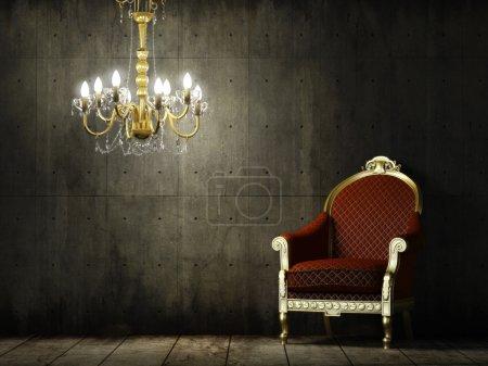 Photo pour Scène intérieure de salle en béton grunge avec fauteuil et lustre dorés classiques - image libre de droit
