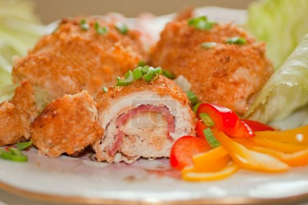 Cordon bleu with vegetables garnish