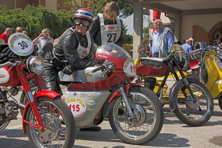 Поездке на мотоцикле d Italia 2011