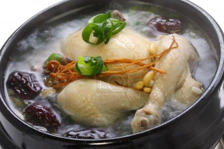 Photo pour Soupe de poulet au ginseng, nourriture coréenne - image libre de droit