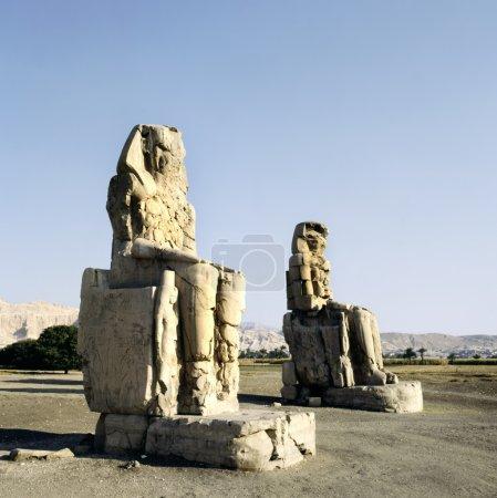 Massive stone statues of Pharaoh Amenhotep III in ...