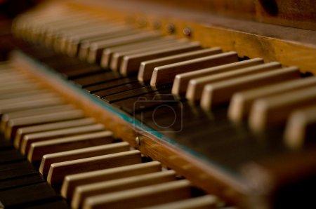 Photo pour Clavier d'orgue classique en choeur - image libre de droit