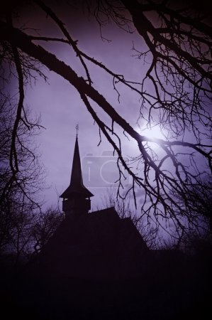 das Land der Dracula bei Sonnenuntergang, Kirche in Transsilvanien