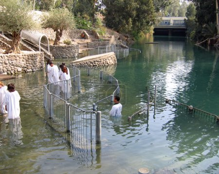 Cérémonie de baptême Jordan River Holyland