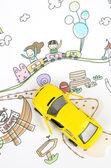Dětská kresba a hračka auto
