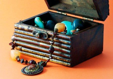 Decorative casket with jewelry