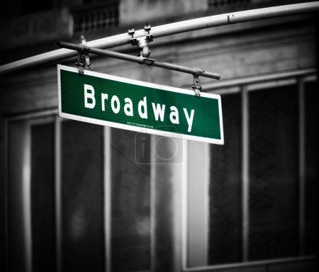 Photo pour Signe de Broadway avec vignette ajouté à times square new york - image libre de droit