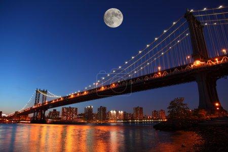 Photo pour Coucher de soleil sur le pont historique de manhattan à new york city - image libre de droit