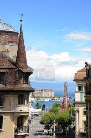 Photo pour Vue sur la ville de Genève depuis la colline - image libre de droit